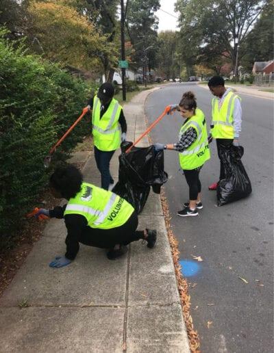 Street cleanups volunteers